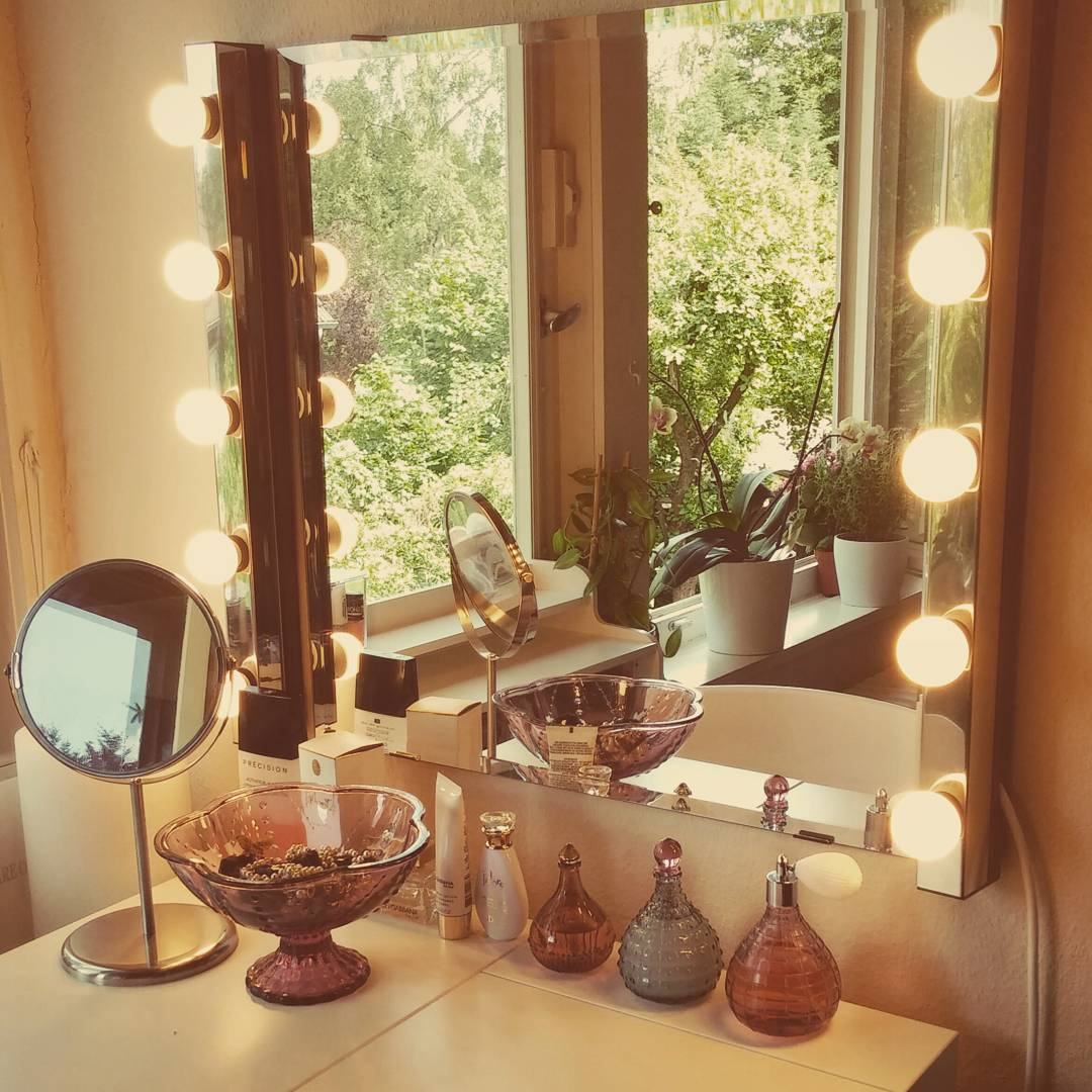 Obsessed with my vanity mirror, every girl should have one!! ❤❤❤ #vanitymirror #beauty #beautyblogger #vanitymakeup #fashionblogger #fashion #interiordesign #instagramers #picoftheday #potd #interior #ikea @ikeausa @ikeadeutschland